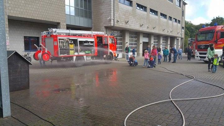 Tag der offenen tür heute  Heute ist der Tag der offenen Tür der Feuerwehr ...